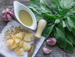 ingrediënten voor pesto foto