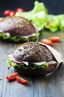 gezonde sandwich met ham, kaas en sla foto