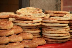 heerlijk oerbrood 'nang', kashgar, xinjiang, china foto