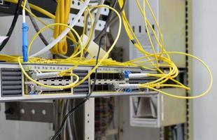 telecommunicatieapparatuur van netwerkkabels foto