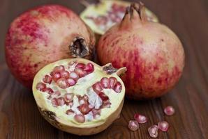 rijpe en zoete granaatappels foto