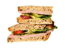 Engelse meergranen brood ham sandwich