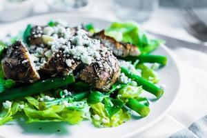 Gegrilde Kipfilet Salade Met Brie Kaas foto