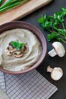 kom vegetarische champignonsoep