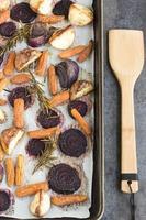 rozemarijn geroosterde wortelgroenten foto