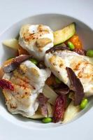 zeeduivel en groenten foto
