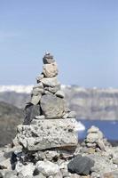gestapelde rotsen foto