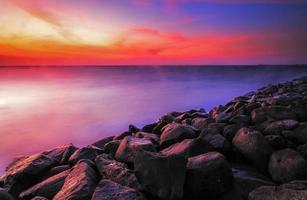 strand van rotsen foto