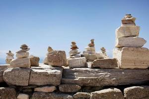 de rotsstapels van reizigers