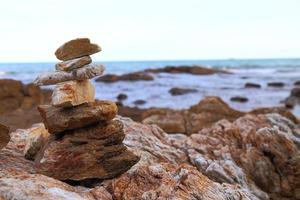 rots op het strand. foto