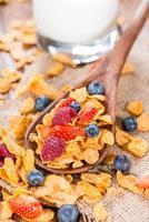 ontbijt (cornflakes en bessen) foto