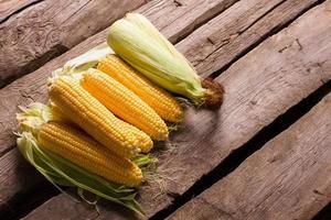 heerlijke en nuttige maïs. foto