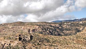 rotsachtig terrein foto
