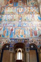 oude fresco op een muur van de kerk foto