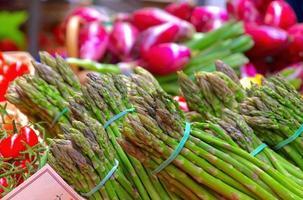 asperges op de markt foto
