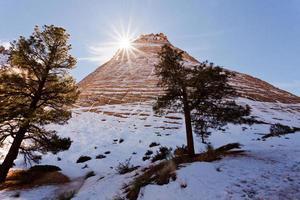 ondergaande zon achter dambord mesa van Zion National Park foto