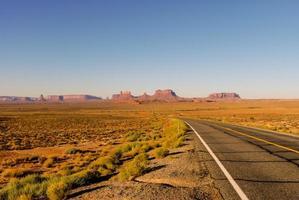 hoge woestijn snelweg foto