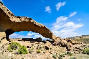 natuurlijke boog in de woestijn foto