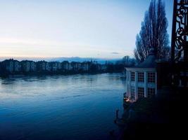 vroege ochtend rivier foto