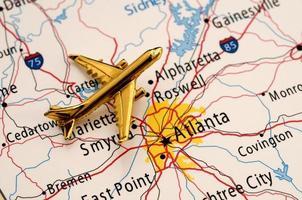 gouden vliegtuig over atlanta foto