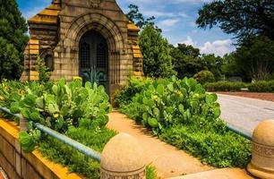 tuin en mausoleum bij de begraafplaats van Oakland in Atlanta, Georgië. foto