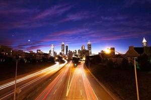 Atlanta centrum in de schemering (avond) foto