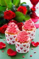 roze cupcakes voor Valentijnsdag. foto
