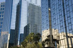 reflecterende gebouwen foto