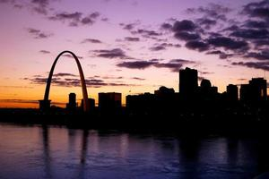 st louis rivierfront bij zonsondergang
