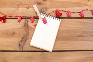 notitieboekje met kerstklokken foto