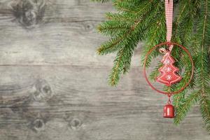 Kerstdecoratie op oude grunge houten achtergrond foto