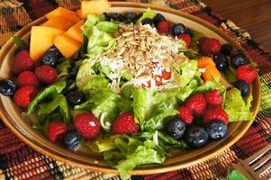 kleurrijke zomersalade foto
