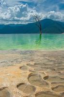 hierve el agua, natuurlijke rotsformaties in de staat oaxaca foto