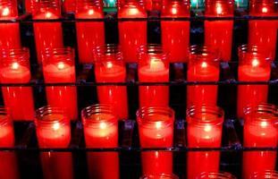 gebed kaarsen basiliek monestir klooster van montserrat, barcelona, catalonië, spanje foto