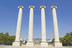 vier witte kolommen, barcelona foto