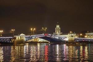 de paleisbrug in St. Petersburg Rusland foto