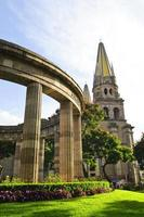 rotonde van illustere jalisciences en de kathedraal van guadalajara in jalisco, mexico foto