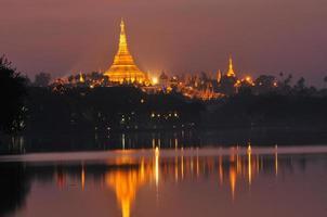 Shwedagon-pagode 's nachts, Yangon foto