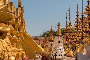 buitenaanzicht van de tempel in yangong myanmar