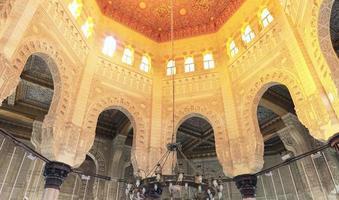 Binnenaanzicht van moskee, alexandrië, egypte. foto