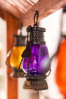 Arabische lantaarns tentoongesteld in Dubai souq foto