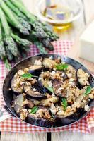 aubergines aubergines gebakken met paneermeel en kaas foto