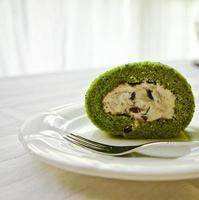matcha azuki bean swiss roll foto