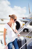vrouwelijke passagier aan boord van een vliegtuig foto