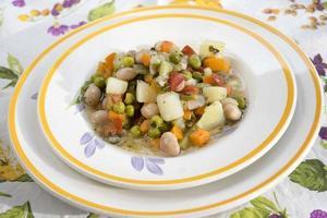 vegetarische minestrone soep foto
