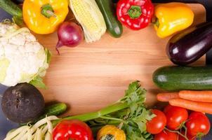 verse groenten, herfst achtergrond. gezond eten frame. foto
