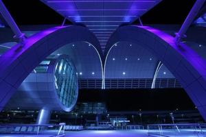 exterieur nacht shot van Dubai International Airport