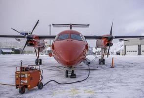 grondstroom voor geparkeerde vliegtuigen foto