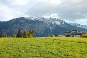 lente landschap in Zwitserland foto
