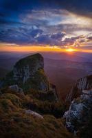 berglandschap bij zonsondergang foto
